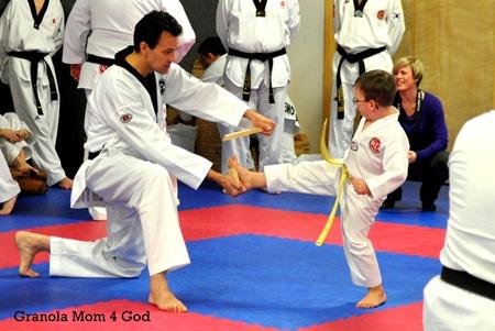 taekwondo board break